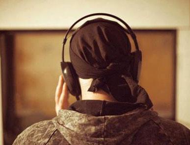 این قطعه را از طریق سایت موسیقی ایرانیان دریافت و بشنوید