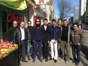 بنیامین و گروهش در هامبورگ (برای بزرگنمایی کلیک کنید)
