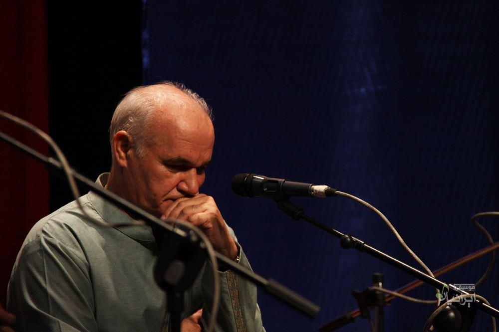 http://musiceiranian.ir/images/news-pic/2013/10/Naghsh-band-3.jpg