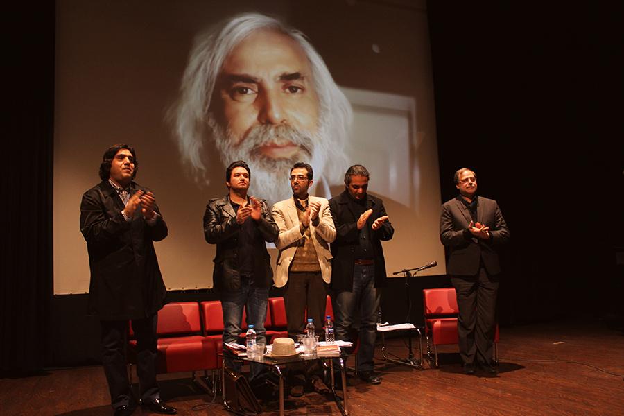 نشست عصر شعر و ترانه با اجرای عبدالجبار کاکایی برگزار شد