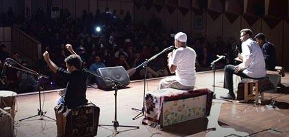 محمدرضای خردسال با ساز تیمپو در این اجرا به هنرنمایی پرداخت