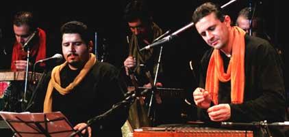 با همراهی گروه موسیقی «ایرانی» به خوانندگی «محمود صالحی»