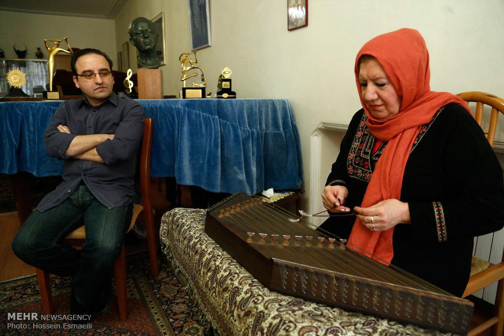 پسر حسین دهلوی: مادرم را ستایش میکنم