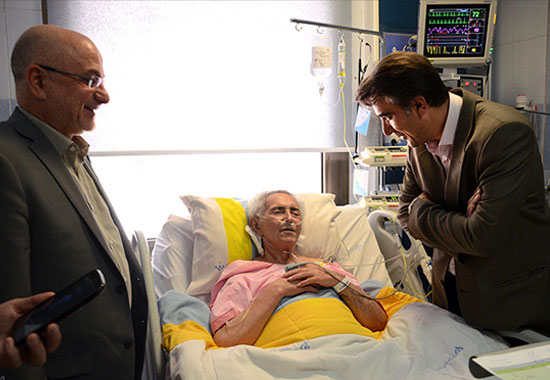 عیادت معاون هنری وزیر ارشاد از فرهنگ شریف در بیمارستان