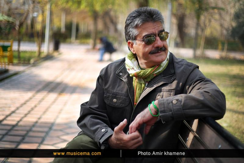 کنسرت «مهدی بهزادپور» خواننده «تاب بنفشه» و «زهی عشق» در شهر کرمان