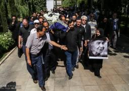 تشییع پیکر زنده یاد «مصطفی کمال پورتراب» و آوازخوانی«شهرام ناظری» در وداع با این هنرمند