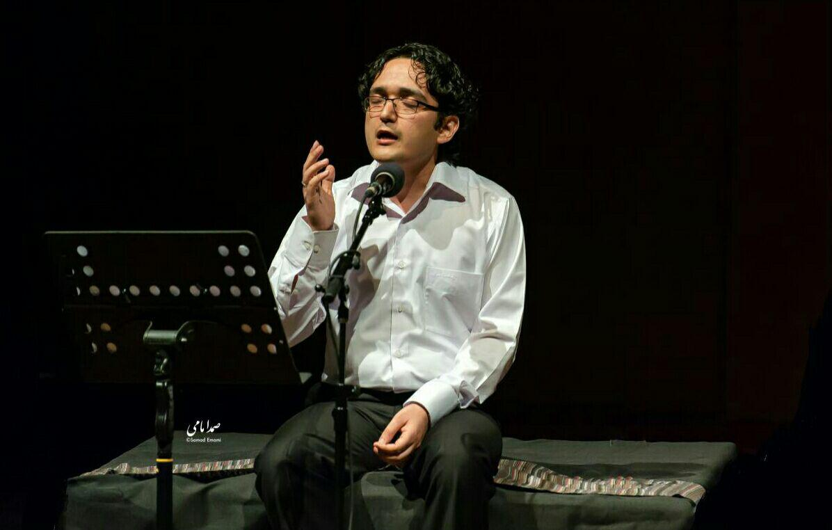 با همراهی گروه موسیقی «شیراز»