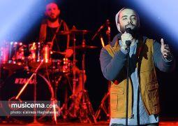 چهار سانس اجرای خواننده «سلام بمبئی» در تالار پتروشیمی تبریز برگزار شد؛