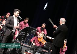 ارکستر مهر به رهبری ناصر ایزدی و اجرای آثار خاطرهبرانگیز همایون خرم روی صحنه رفت