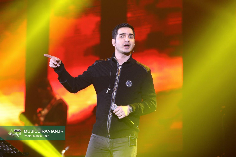 گزارش متنی و تصویری «موسیقی ایرانیان» از کنسرت «محسن یگانه» در جشنواره موسیقی فجر