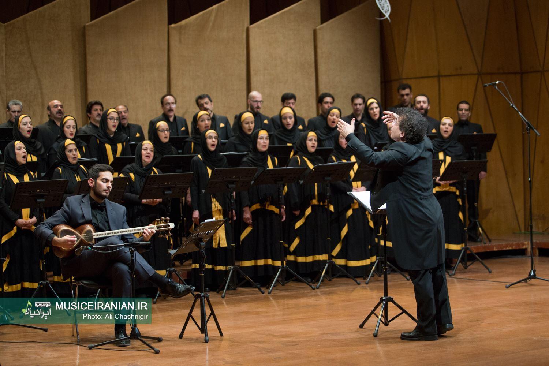 گروه کُر ارکستر سمفونیک تهران به رهبری رازمیک اوحانیان روی صحنه رفت