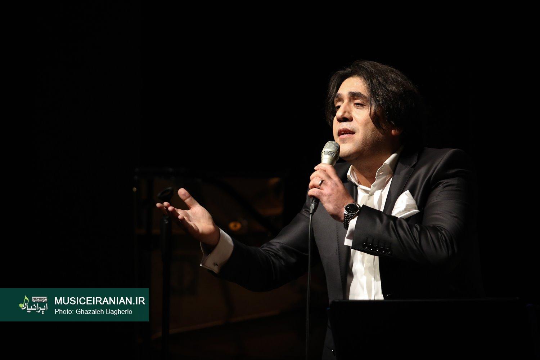 گزارش تصویری سایت خبری و تحلیلی «موسیقی ایرانیان» از کنسرت «مانی رهنما» در تهران