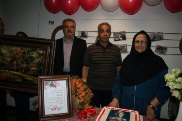رادیو ایران برای عذرا وکیلی، گوینده برنامه «سلام کوچولو» جشن تولد گرفت