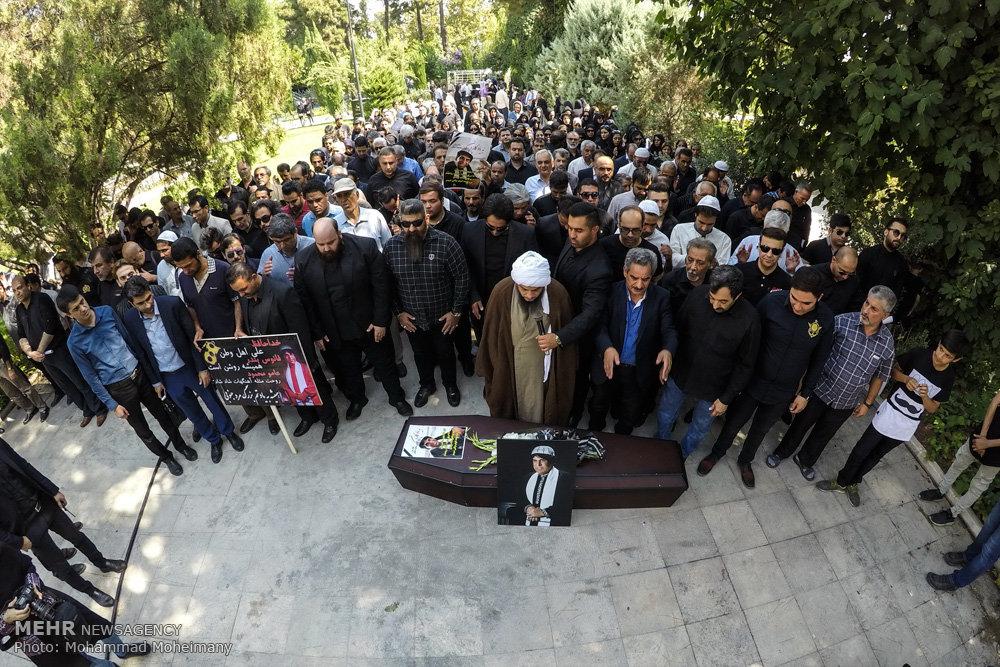 محسن شریفیان: ایکاش با دفن محمود جهان، زشتیهای موسیقی از جمله برخی از ممنوعیتها و لغو کنسرتها نیز دفن شود