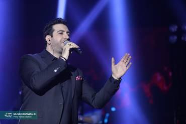 کنسرت پرشور و شاد «امید حاجیلی» در دومین شب جشنواره موسیقی فجر | گزارش تصویری «موسیقی ایرانیان»