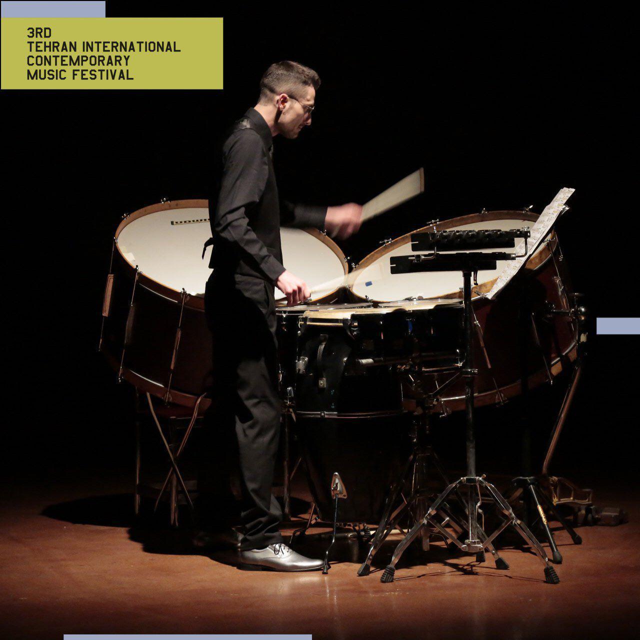 الکساندر ونوک نوازنده لهستانی آثار نادر مشایخی را نواخت