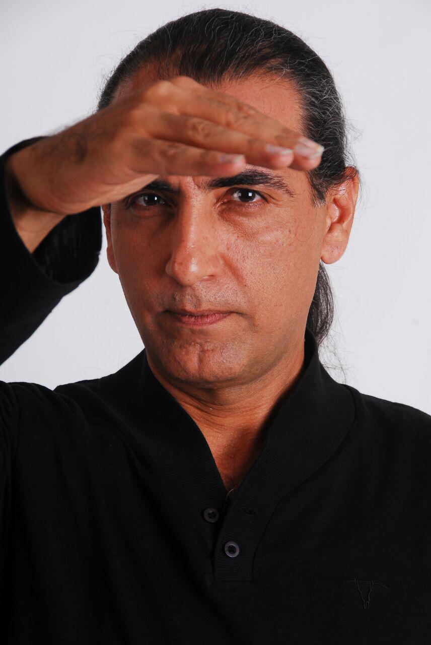 گفتوگو با «مهرداد هویدا» از تیتراژ سریال «مسافری از هند» تا کنسرت مستقلش بعد از ده سال