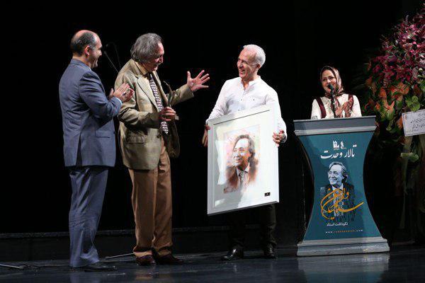با حضور تعدادی از مخاطبان و هنرمندان در تالار وحدت تهران