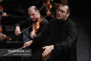 ارکستر فیلارمونیک خود را برای اجرای صحنهای آماده میکند
