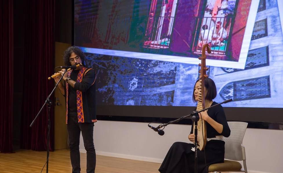 در کنفرانسی در شانگهای