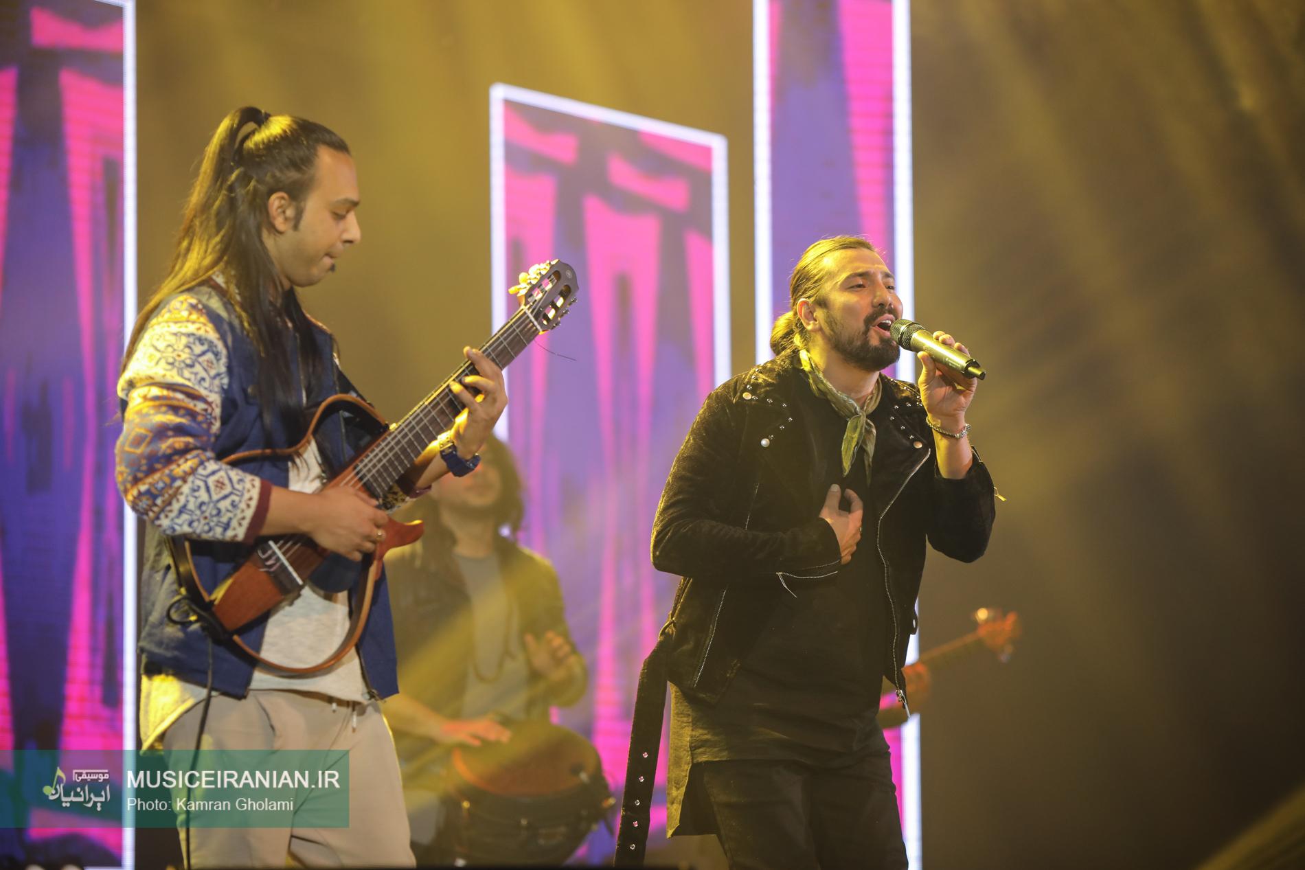 امیرعباس گلاب با «دعوا» روی صحنه رفت | گزارش تصویری موسیقی ایرانیان