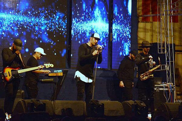 ادای احترام دو خواننده پاپ به سیل زدگان | پایان جشنواره موسیقی نوروزی منطقه آزاد چابهار