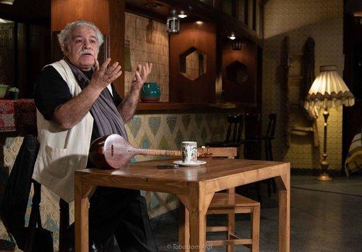 رسول نجفیان در تئاتر شهر ترانه میخواند
