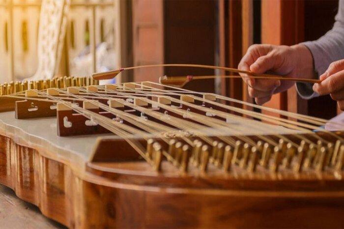 پیشکسوت موسیقی سنتی: این موسیقی برپایه ردیف استوار است