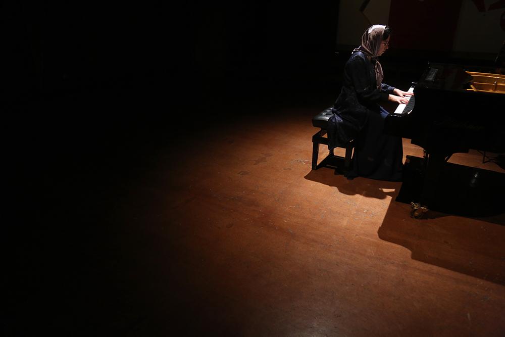 تصاویر یک نمایشگاه در ۱۵ قطعه با نوازش های پیانوی آرپینه ایسرائیلیان/فجر۳۵