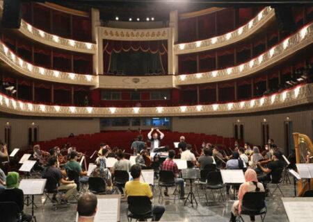 اجرای داریوش ارجمند و پرویز پرستویی با ۷۲ نوازنده روی صحنه