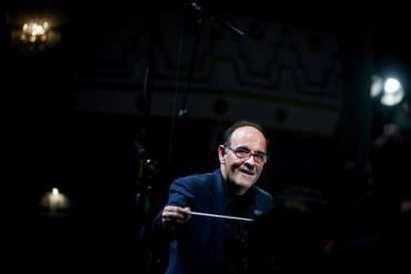 مستر کلاسهای رهبری ارکستر توسط نصیر حیدریان برگزار می شود