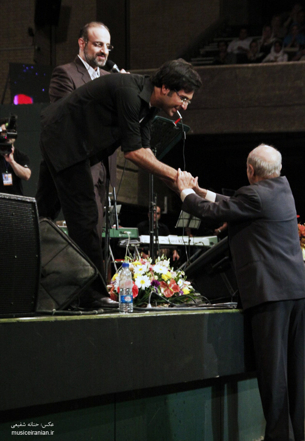 http://musiceiranian.ir/images/news-pic/9805/esfahani/part2/esfahani%20(23).jpg